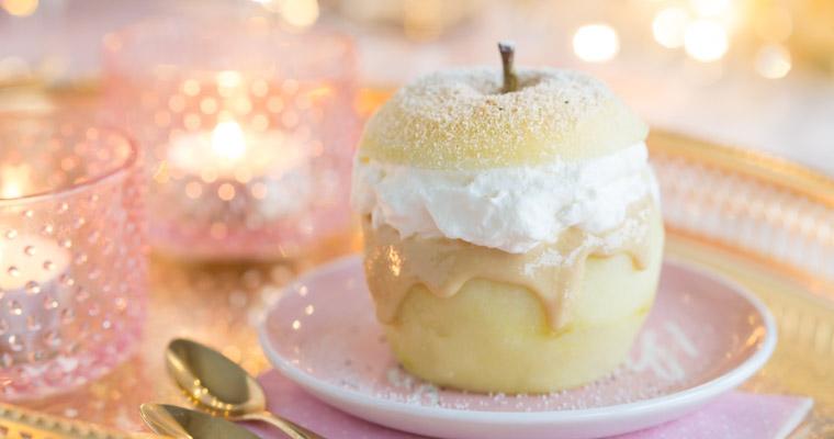 Enkel semla av äpple med mandelmassa, mandelsmör & vaniljgrädde